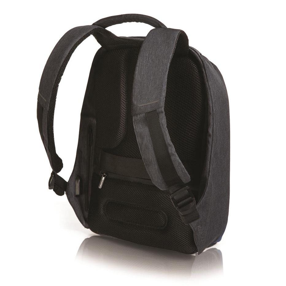 De Eastpak Pinnacle is een ruime tas met twee grote hoofdvakken met rits. De hoofdvakken zijn geschikt voor A4-formaat. Het voorvak is goed georganiseerd met vakjes voor je pennen en je sleutel. De rug van de tas is gewatteerd zodat de tas extra comfortabel is, daarnaast zijn de verstelbare schouderbanden ook gewatteerd.