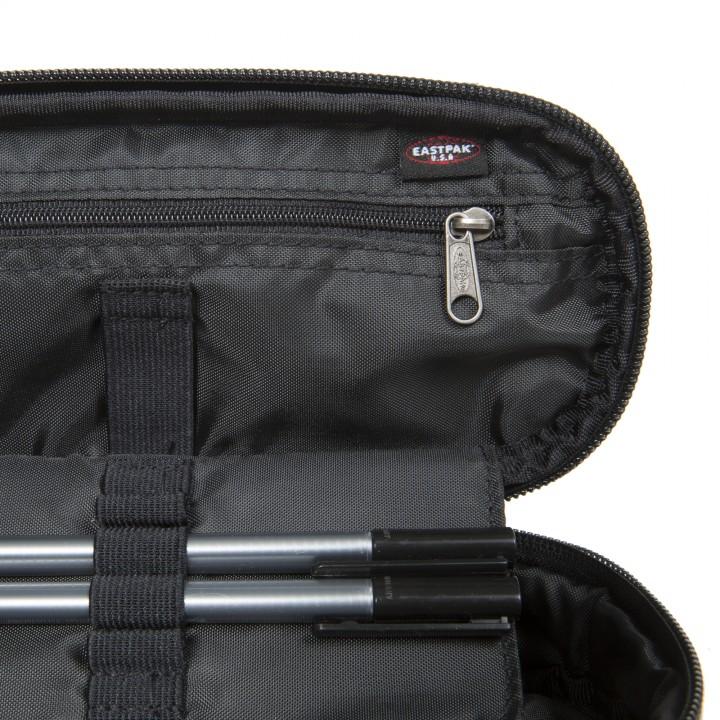 """Deze super sterke Eastpak Out Of Office rugzak met laptopvak is ideaal voor dagelijks gebruik. U kunt uw laptop tot 14"""" inch kwijt in het laptopvak. Als u het laptopvak niet gebruikt is het ook handig als extra vak. De tas heeft een groot hoofdcompartiment met daarin het laptopvak en een extra vak met ritssluiting."""
