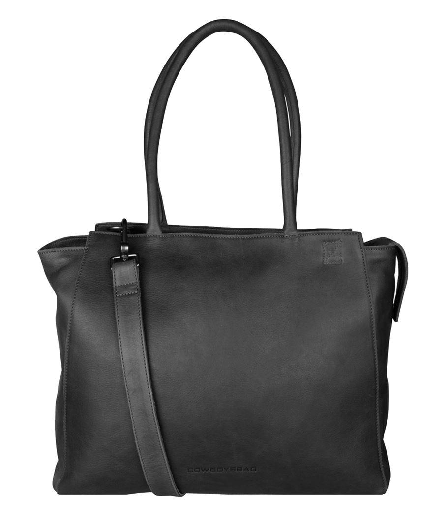De Laptop Bag Evi is een mooie laptoptas van Cowboysbag. Deze tas van Cowboysbag is zeer stijlvol en heeft een mooie uitstraling. Het leer van de tas is soepel en heeft een super fijne feel. De tas is subtiel afgewerkt met het Cowboysbag logo. De tas beschikt 2 handvatten, de handvatten kunnen in de hand worden gedragen of kort over de schouder. Ook heeft de tas een verstelbare en afneembare schouderband, doordat de tas schouderband verstelbaar is kunt u de tas op de gewenste lengte dragen.